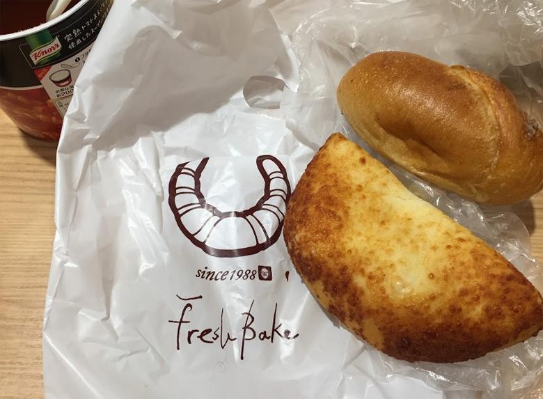 チーズのパンと能登塩のパン