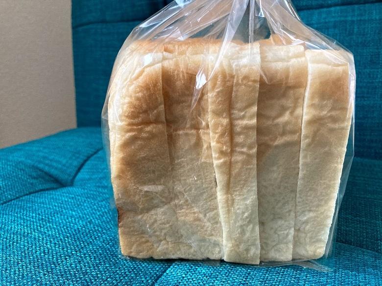 自分でカットした食パン